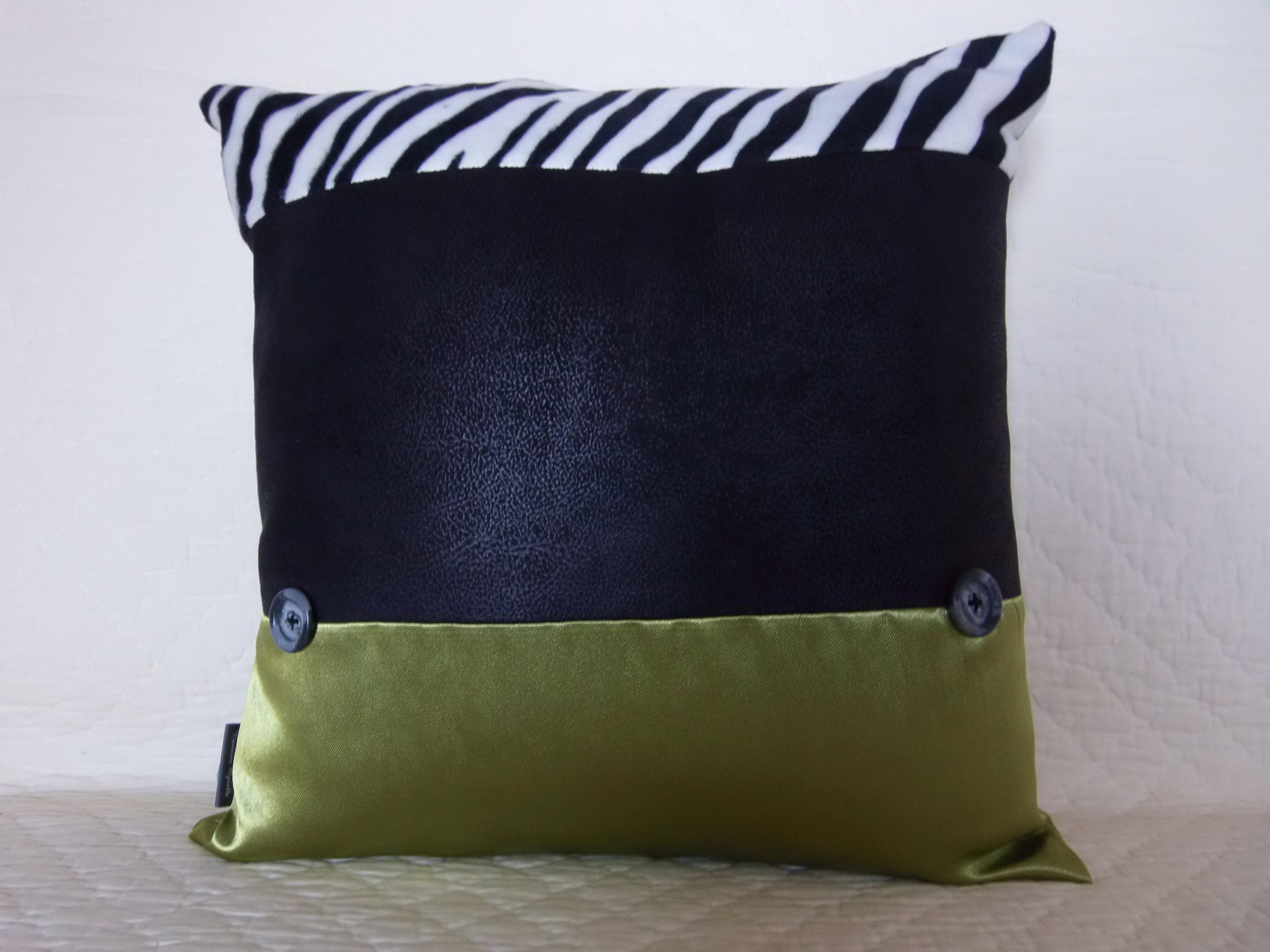 coussin boutons patchwork 40x40 mod le parietaria maison et deco textiles tapis par 22atelier27. Black Bedroom Furniture Sets. Home Design Ideas