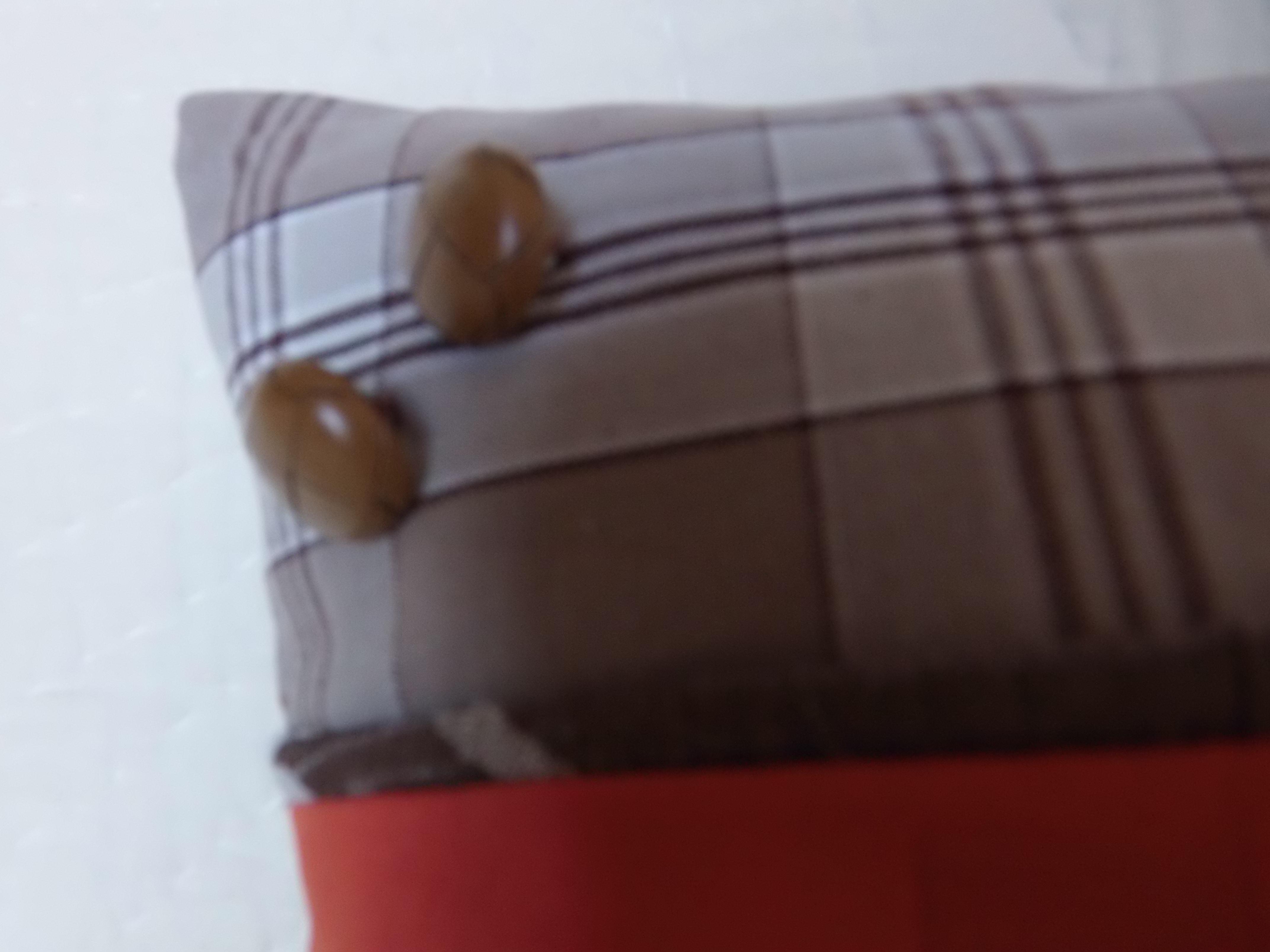 coussin boutons patchwork 40x40 mod le aristolochia maison et deco textiles tapis par 22atelier27. Black Bedroom Furniture Sets. Home Design Ideas