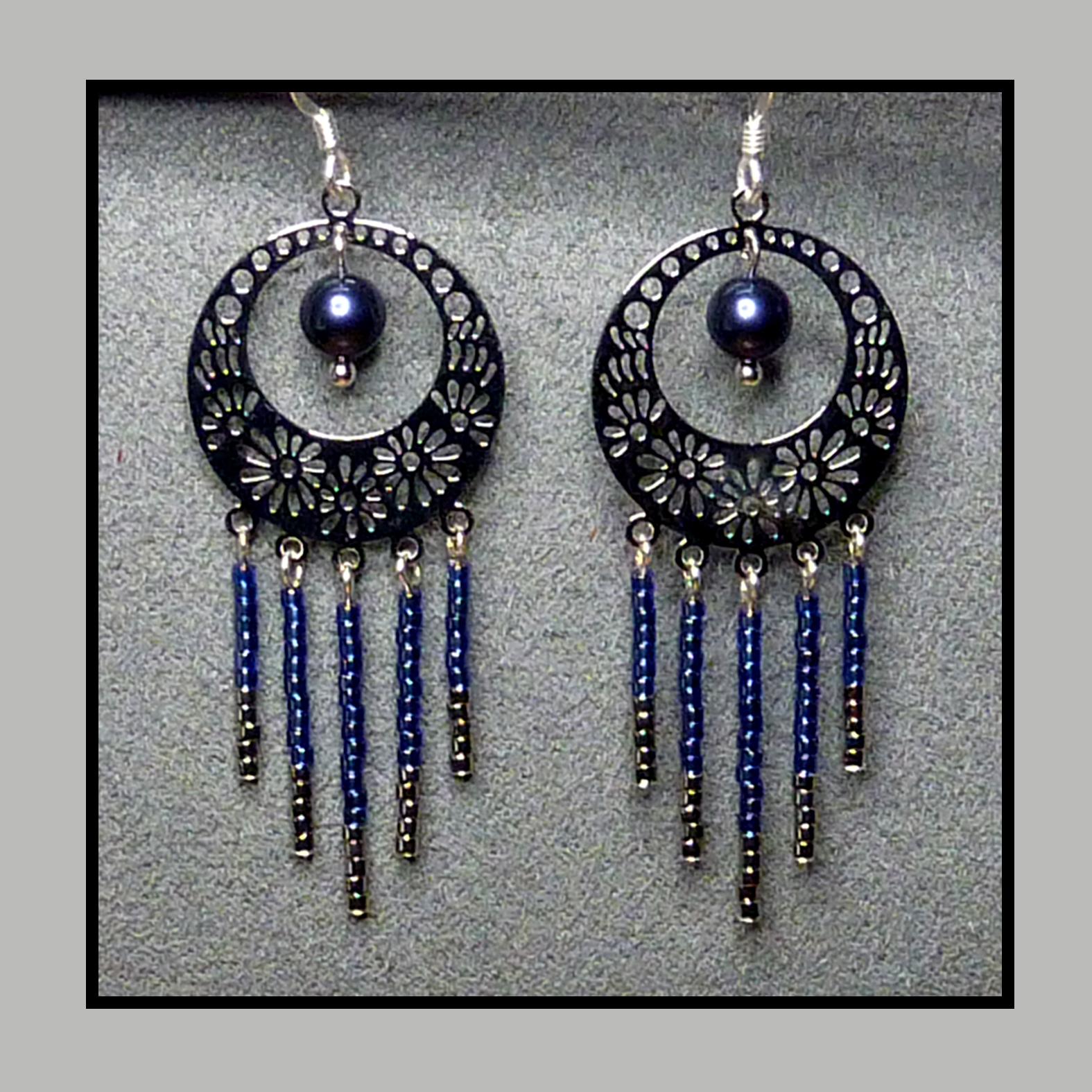 boucles d 39 oreilles cr oles et franges bleu marine accessoires femme par poesiebijoux. Black Bedroom Furniture Sets. Home Design Ideas
