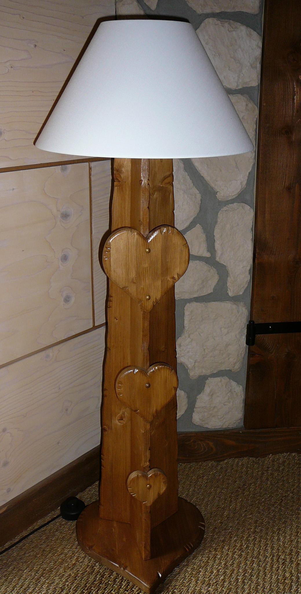 lampe abat jour blanc 3 coeurs bois d co chalet montagne. Black Bedroom Furniture Sets. Home Design Ideas