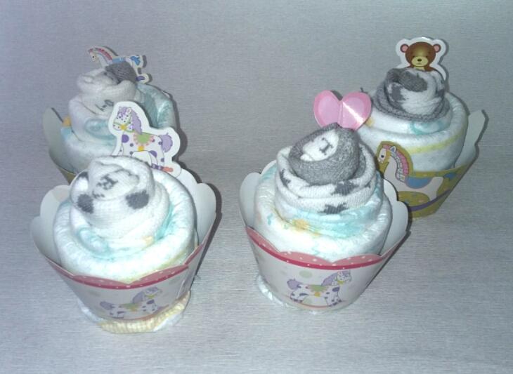 Bo te cup cakes naissance fille hello kitty g teau de couches accessoires bebe par rubisbleu - Gateau de couche hello kitty ...