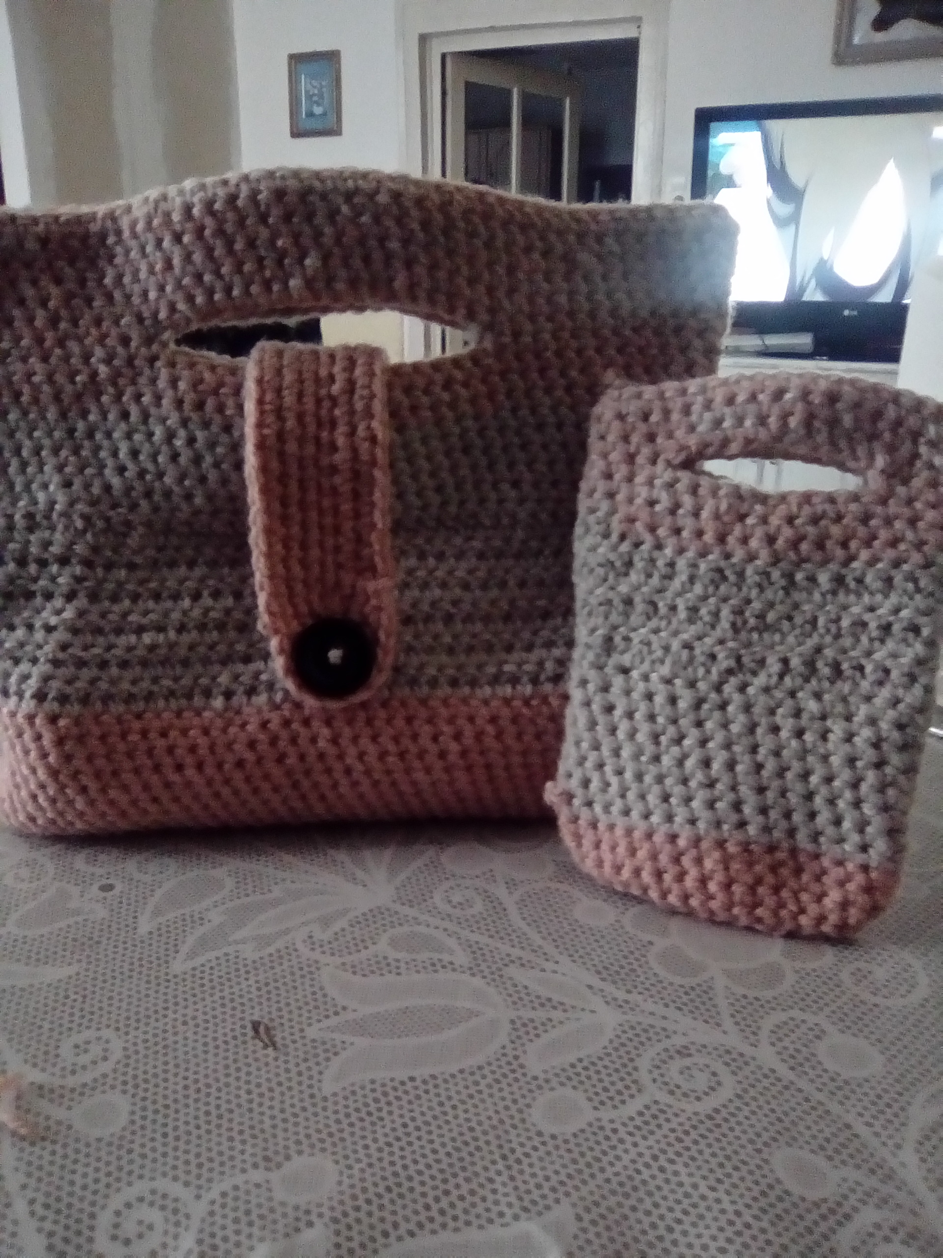 ensemble sac main et housse de portable en crochet de laine sac de plage par katycrochet74. Black Bedroom Furniture Sets. Home Design Ideas