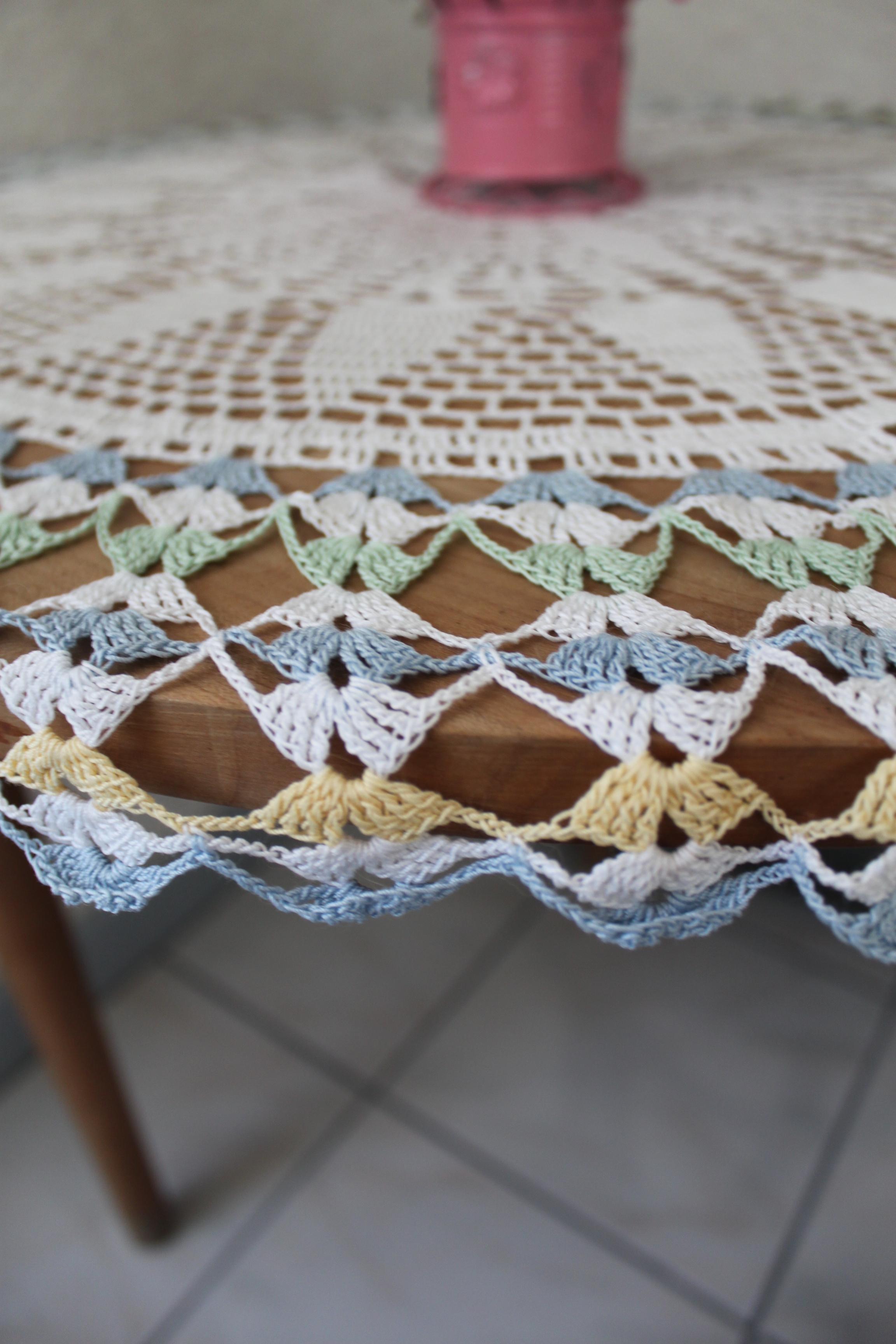 Grand Napperon Au Crochet concernant grand napperon de guéridon, centre de table ronde au crochet ou
