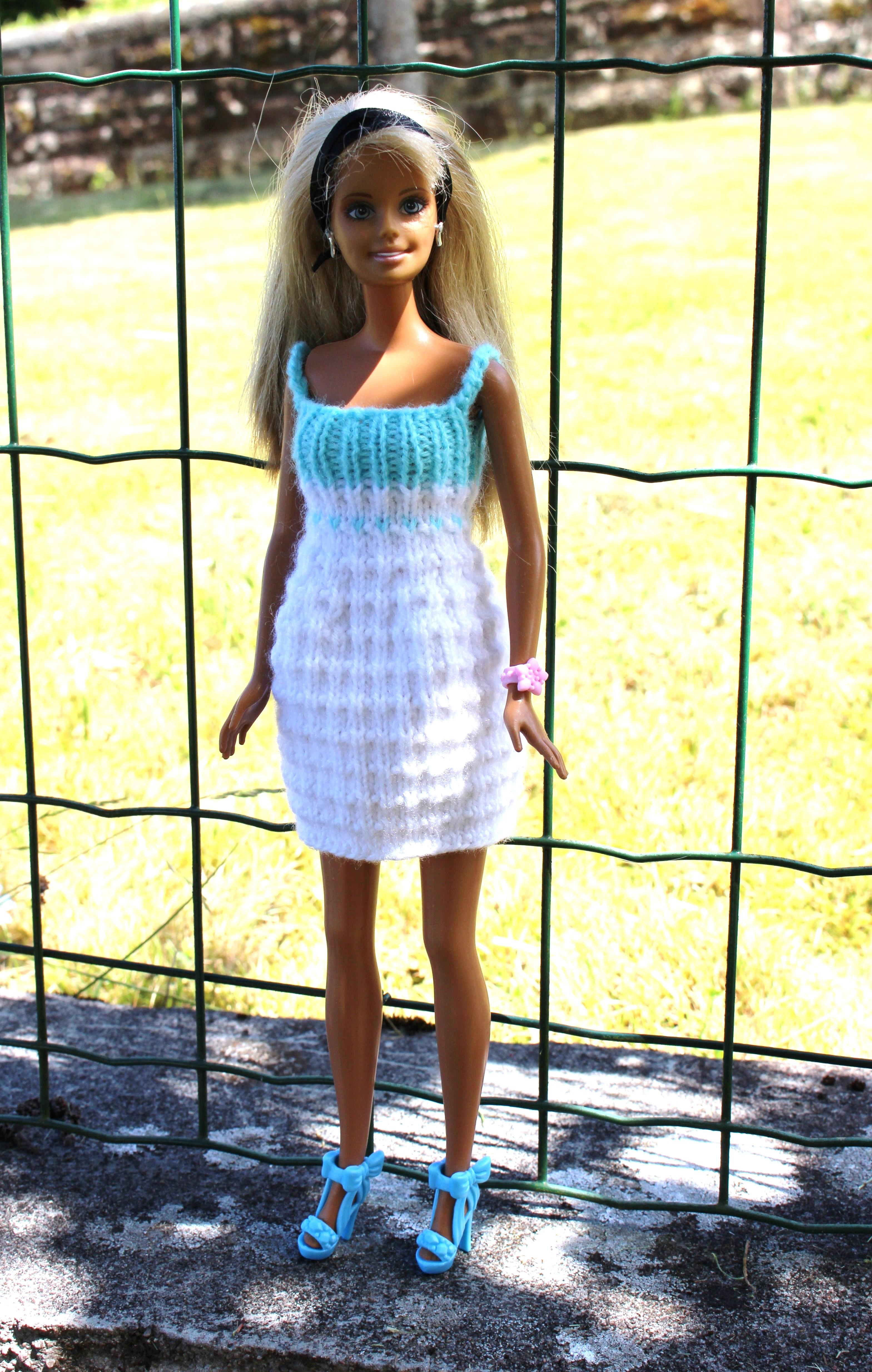 Turquoise Barbie House: Robe Blanche Et Turquoise Pour Barbie : Par Laineetcoton