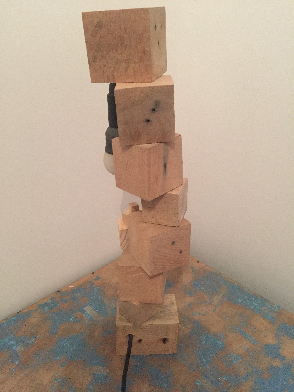 Chevet En Palette Bois lampe de chevet en bois de palette recyclé