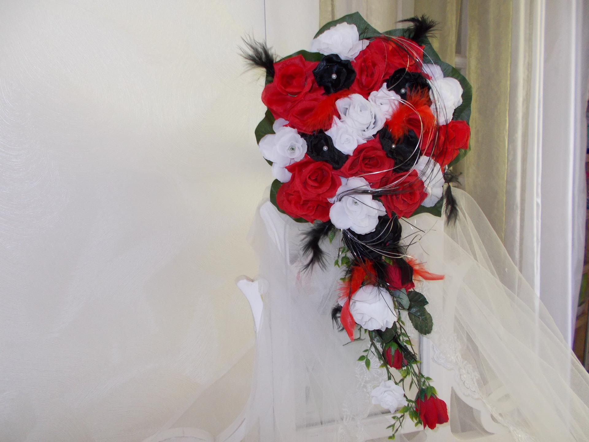 Bouquet De Mariee Noir Rouge Et Blanc