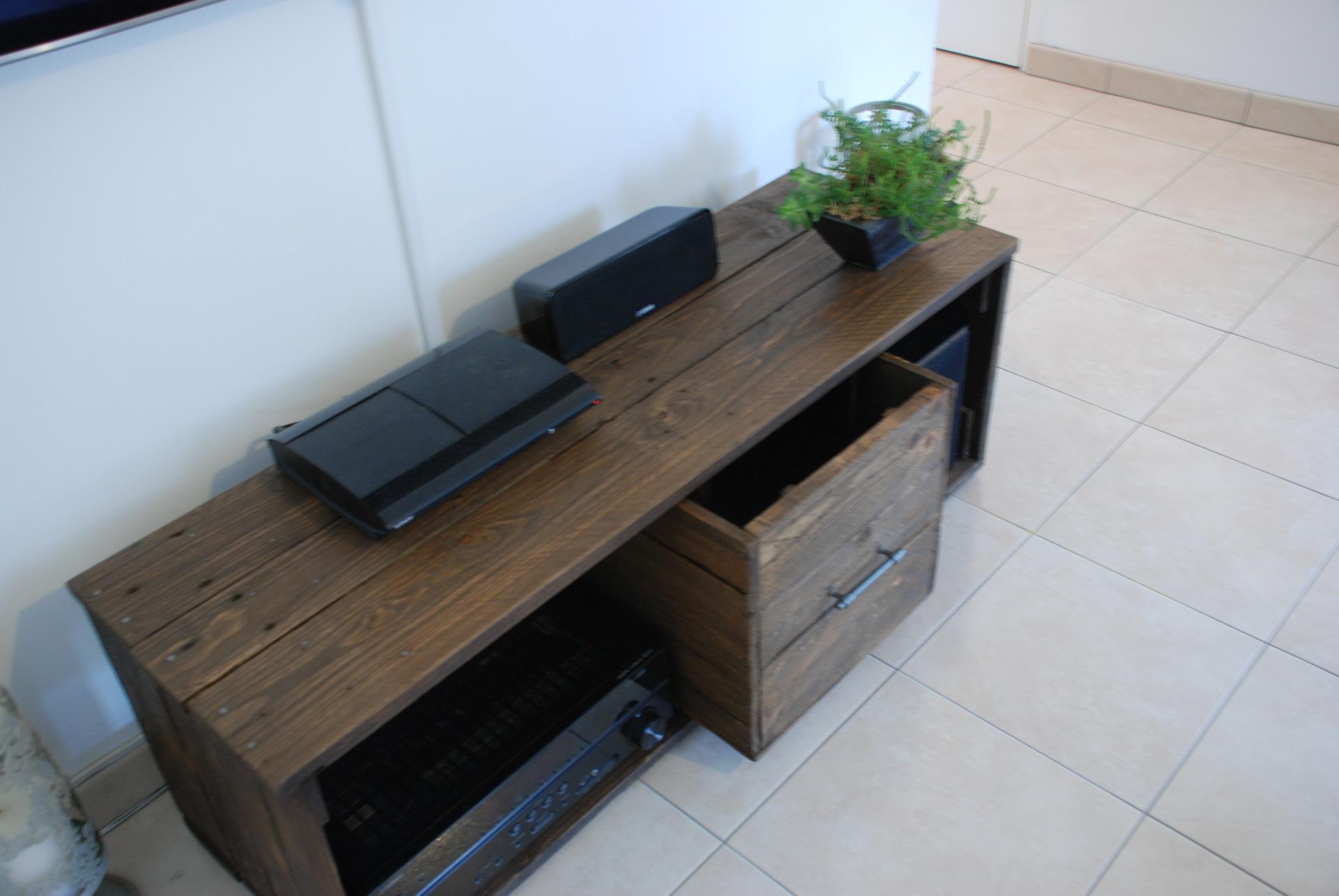meuble tv fait avec du bois de palette meubles par atelierquatrecoeurs. Black Bedroom Furniture Sets. Home Design Ideas