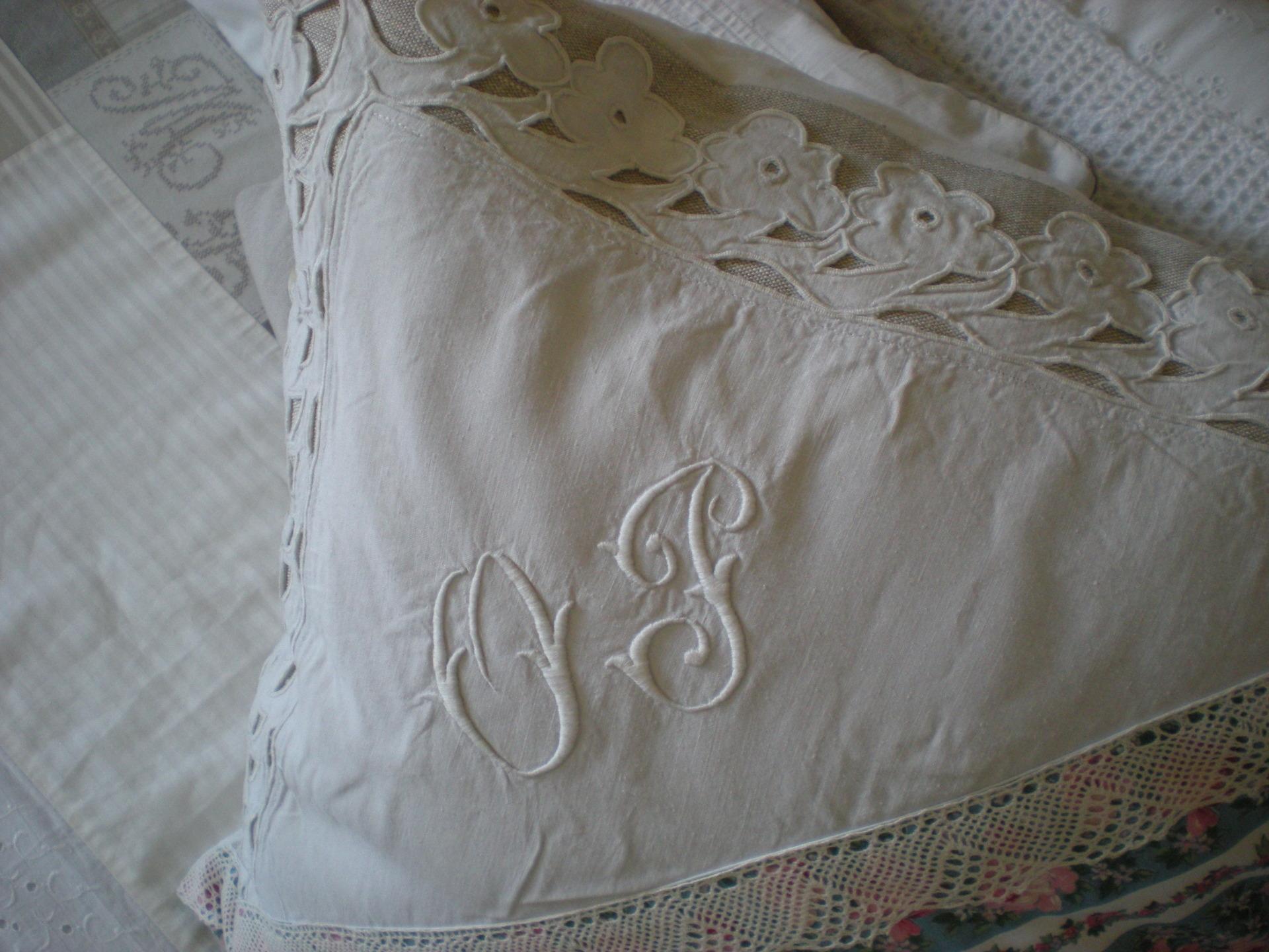 Coussin shabby chic linge ancien maison et deco textiles for Linge de maison shabby chic