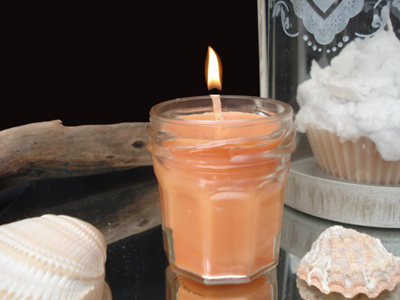 bougie dans un mini pot de confiture 100 soja orange confite luminaires par decomatine. Black Bedroom Furniture Sets. Home Design Ideas