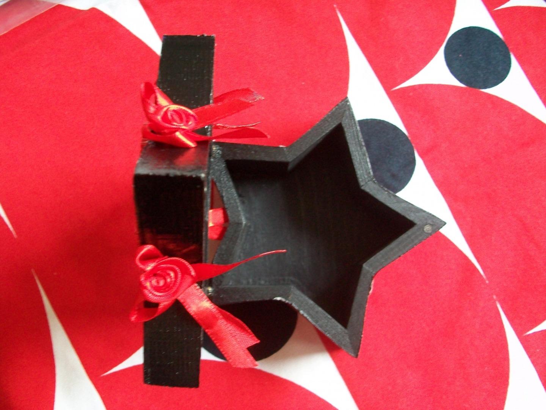 boite toile en bois rouge et noir pretty pin up envoi colissimo compris dans le prix. Black Bedroom Furniture Sets. Home Design Ideas