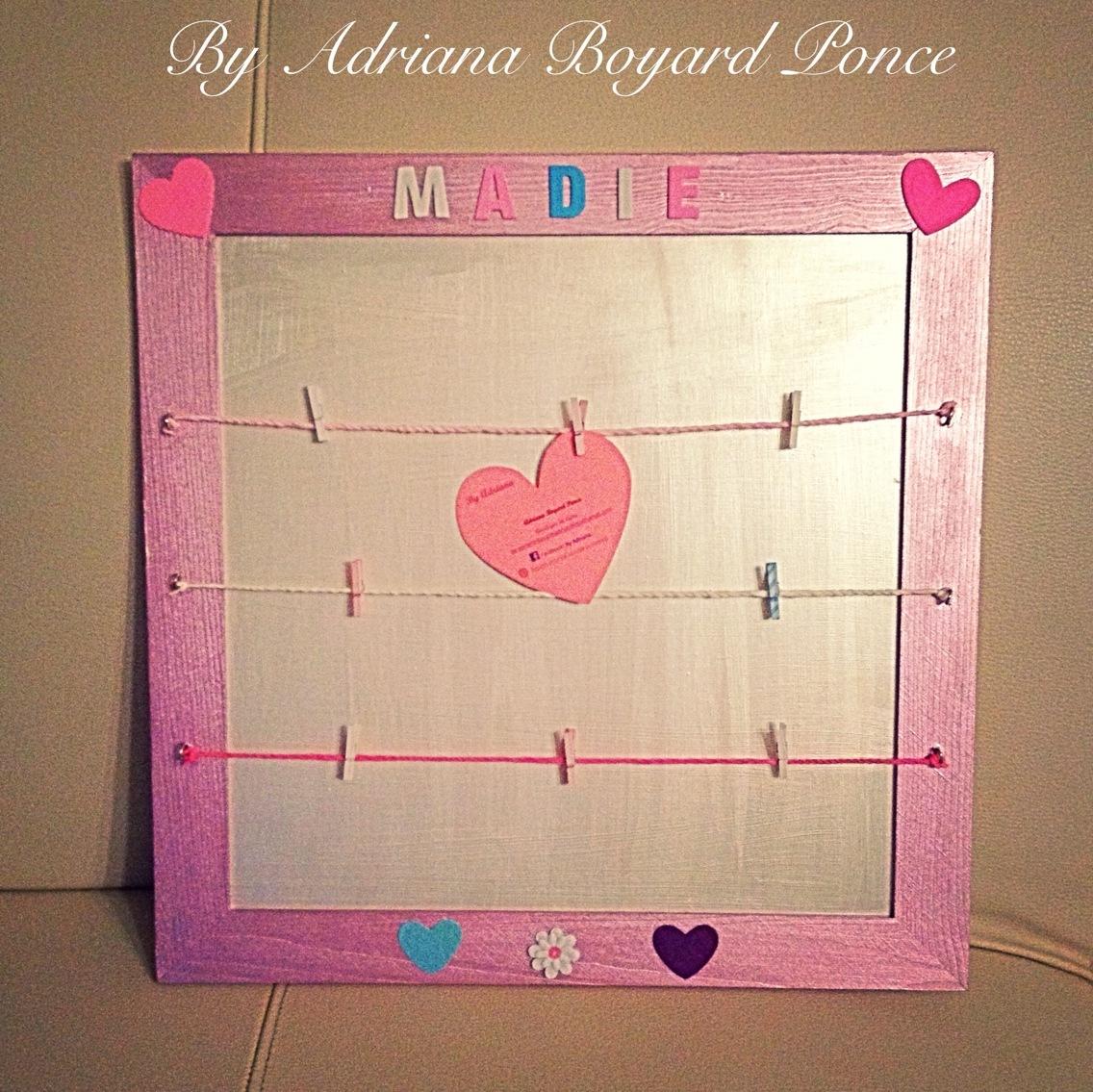 cadre photos p le m le avec cordes et pinces linge decoration pour enfants par. Black Bedroom Furniture Sets. Home Design Ideas