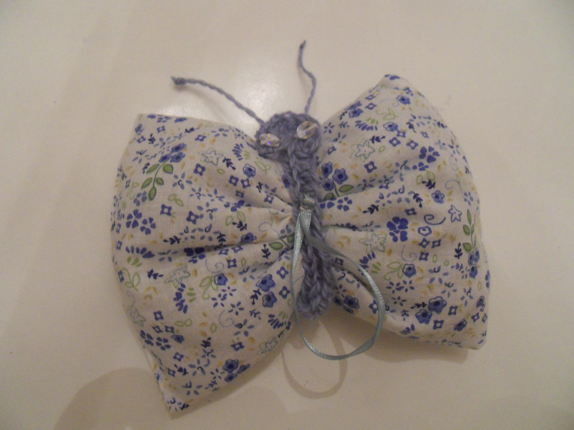 petit sac de lavande en forme de papillon dans un tissu bleu sacs autres sacs par titeboutik. Black Bedroom Furniture Sets. Home Design Ideas